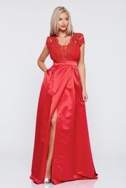 rochie de ocazie lunga in clos rosie cu maneca scurta