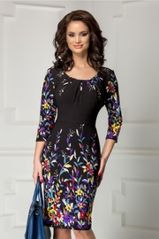 rochie de seara neagra cu imprimeu floral colorat