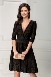 rochie de seara neagra din catifea cu decolteu