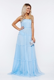 rochie lunga albastra-deschis de lux din tul captusita pe interior cu umeri goi