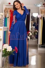 rochie lunga albastra din voal si dantela brodata