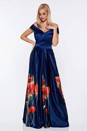rochie lunga albastru-inchis de ocazie din material satinat cu imprimeuri florale