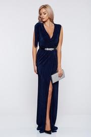 rochie lunga albastru-inchis de ocazie petrecuta cu decolteu