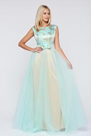 rochie lunga de ocazie cu tul cu accesoriu in forma de fundita
