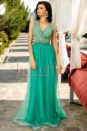 rochie lunga de seara din tul verde si broderie aurie
