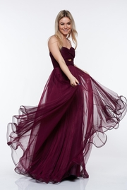 rochie lunga mov de lux din tul captusita pe interior cu bust buretat cu umeri goi