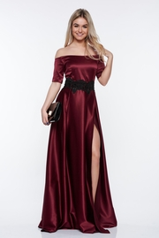 rochie lunga mov de ocazie din material satinat cu insertii de broderie