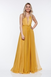 rochie lunga mustarie de lux din tul captusita pe interior cu decolteu in v