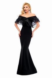 rochie lunga neagra cu volanase