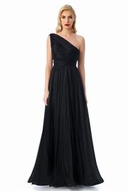 rochie lunga neagra de lux in clos din tul captusita pe interior cu aplicatii cu margele