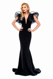rochie lunga neagra de lux tip sirena cu decolteu adanc din material usor elastic
