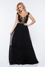 rochie lunga neagra de seara brodata din tul in clos