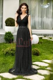 rochie lunga neagra din dantela si tul
