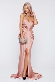 rochie lunga piersica de lux din material satinat cu push-up