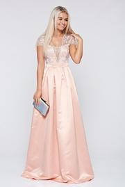 rochie lunga piersica de ocazie in clos cu decolteu