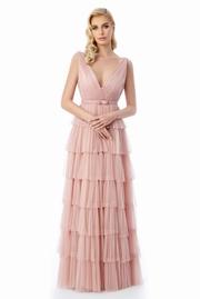 rochie lunga rosa de lux din tul captusita pe interior cu decolteu adanc cu volanase