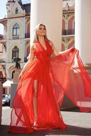 rochie lunga rosie de lux cu decolteu adanc captusita pe interior cu spatele decupat