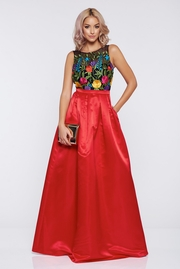 rochie lunga rosie lunga de ocazie din satin cu insertii de broderie