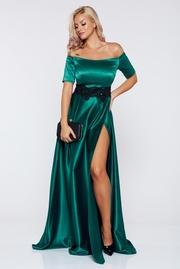 rochie lunga verde de ocazie din material satinat cu insertii de broderie