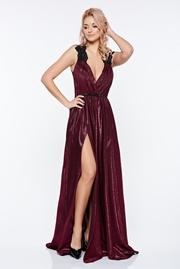rochie lunga visinie de seara petrecuta cu decolteu adanc din material lucios