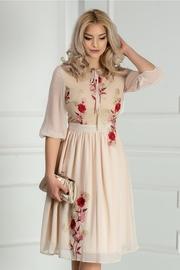 rochie scurta cu broderie florala rosie