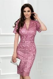 rochie scurta lila din broderie cu decolteu