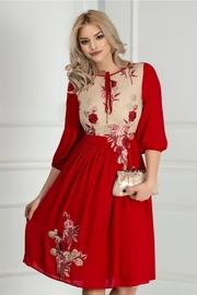 rochie scurta rosie cu broderie florala